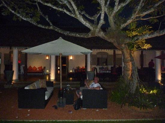 The Wallawwa: Restaurant at night