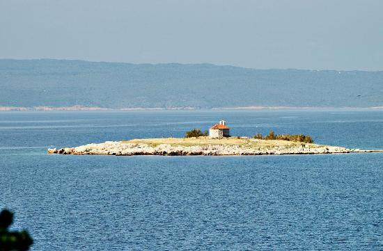Novi Vinodolski, Croatia: Een leuk eilandje.