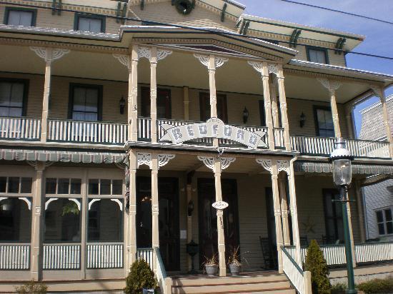 Bedford Inn: Front of Inn