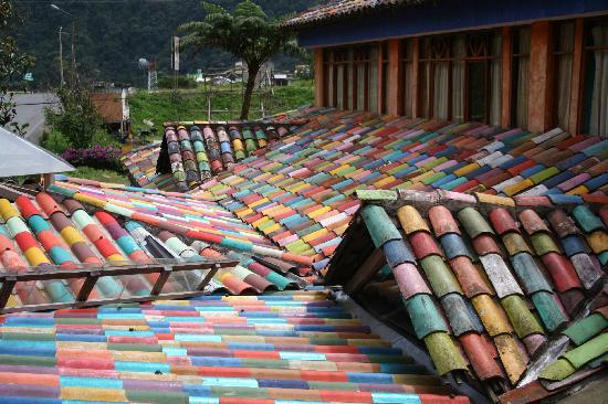 Miramelindo Spa Hotel: The multi coloured roof