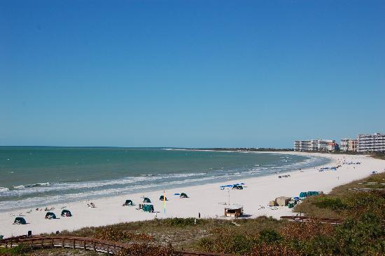 Marriott's Crystal Shores: view of beach