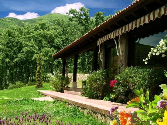 Porche y recreo jard n fotograf a de hotel rural el for Valsain porche y jardin