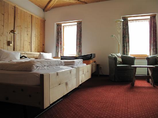 Hotel Baer & Post: Die eine Hälfte des Zimmers