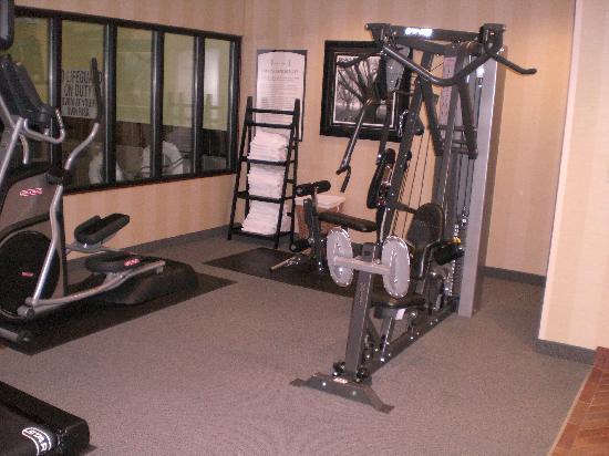 ستاي بريدج سويتس نورث تشارليستون: Universal Gym