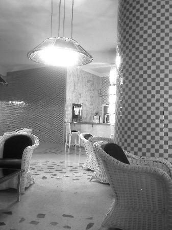 Tagadirt Hotel: The bar, in art deco style b/w