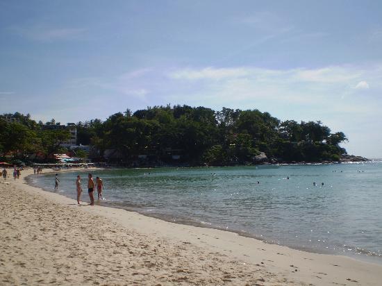 Kata Beach Spa Resort: Beach to the south