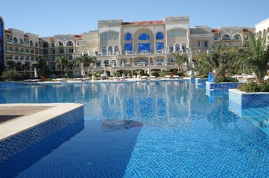 Premier Le Reve Hotel & Spa (Adults Only): Pool & hotel