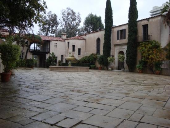 Beverly Hills, CA: Vinny Chase's house used in Entourage Season 1 and 2