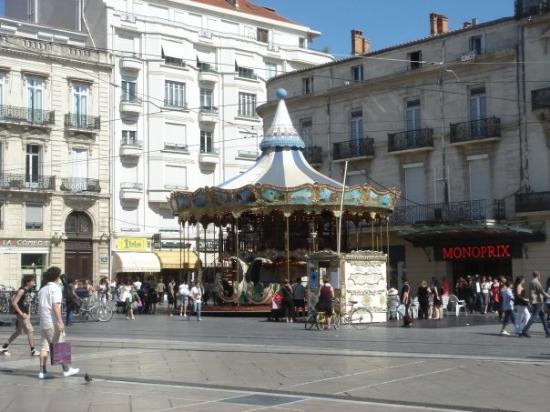 Place de la Comedie: Le carroussel de la Comédie!