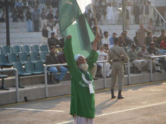 Lahore, Pakistán: pakistan's very own version of cheerleader