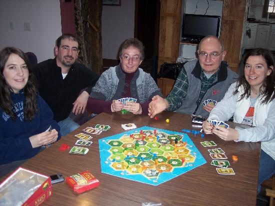 Cooksville Farmhouse Inn : playing games in front of the fireplace