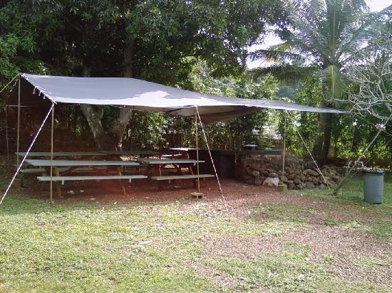Backpackers Vacation Inn and Plantation Village: community meeting area for weekly cheap meals! Excellent value!$$$