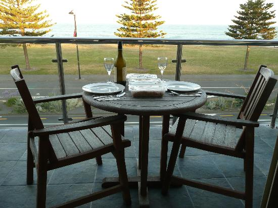 Pebble Beach Motor Inn: View from Balcony