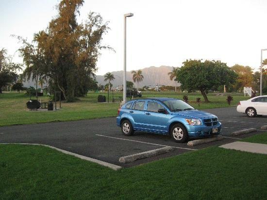 The Lodge at Keneohe Bay: Small parking lot and quiet!