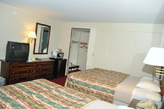 Royal Inn - Hudson: Amenities to keep you comfortable