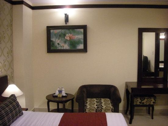 Asian Ruby Luxury Hotel: 綺麗だけど、窓なし