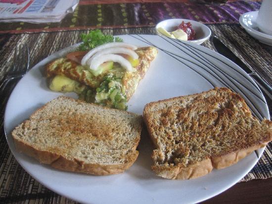 Villa di Abing: nice breakfast cooked by Putu