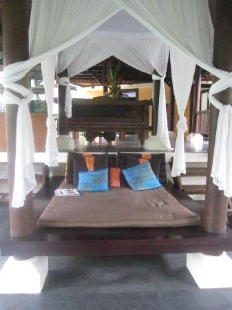 Villa di Abing: Day bed area from master bedroom balcony