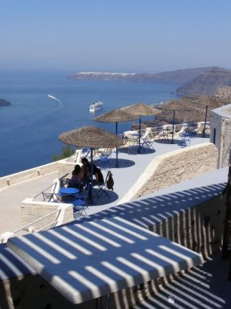 Perissa, Yunanistan: Wine tasting on a cliff top winery- best day of all in Greece!