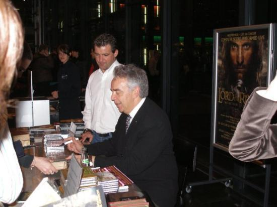 KKL Luzern - Lucerne Culture and Convention Centre : Howard signing CDs and posters.