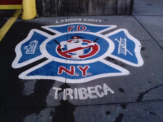 En Tribeca, afuerita del cuartel de los cazafantasmas, y que en la vida real es cuartel de bombe