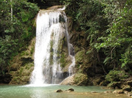 El Limon: Just working the camera on a smaller waterfalls.