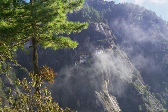 Taktsang Palphug Monastery: ..tam gdzie mieszka tygrys ... Bhutan