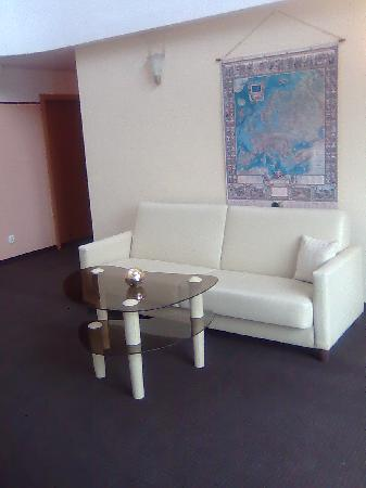 Petrus Hotel: Seating area outside room 21