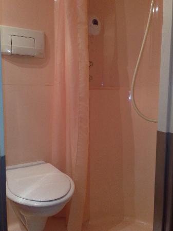 Hôtel Première Classe Bourges : wc et douche...