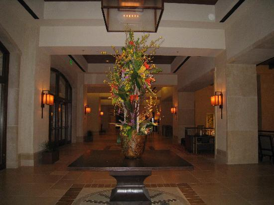 JW Marriott San Antonio Hill Country Resort & Spa: Looking down entrance foyer