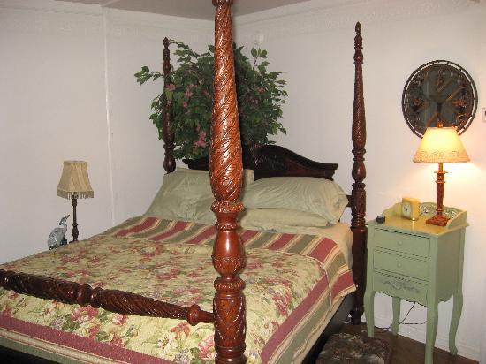 The Saragossa Inn B&B: Such a comfortable bed!