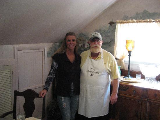 The Saragossa Inn B&B: Kim and Gibbs on our last morning