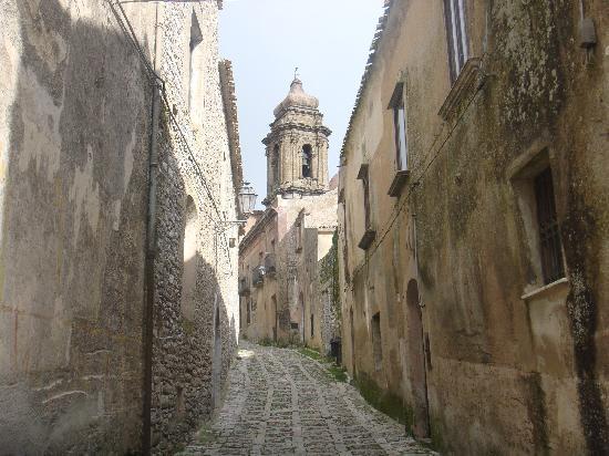 Hotel San Domenico: cobblestonned streets of Erice