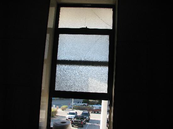 Atlantic Beach Hotel: Broken Window with hole in it