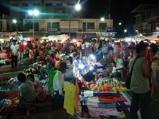 Krabi River Hotel: Local food market