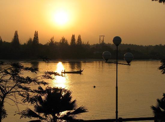 Krabi River Hotel: Sunrise from river view room