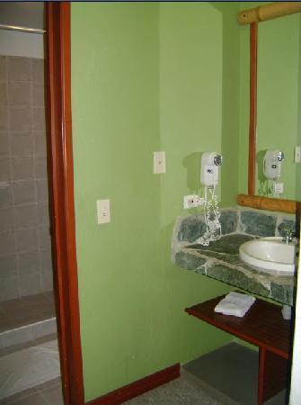 Armenia Hotel : habitación, baño