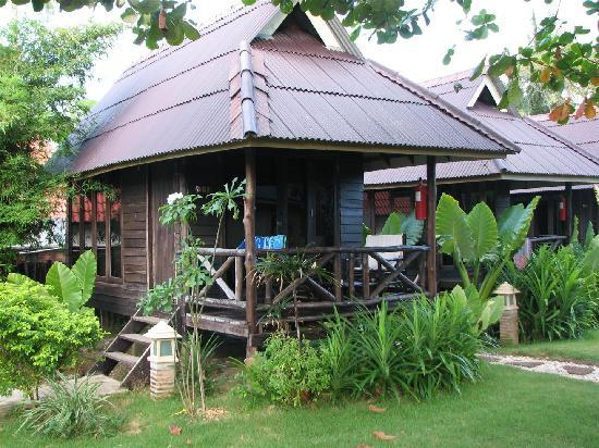 garden bungalow picture of lanta castaway beach resort. Black Bedroom Furniture Sets. Home Design Ideas