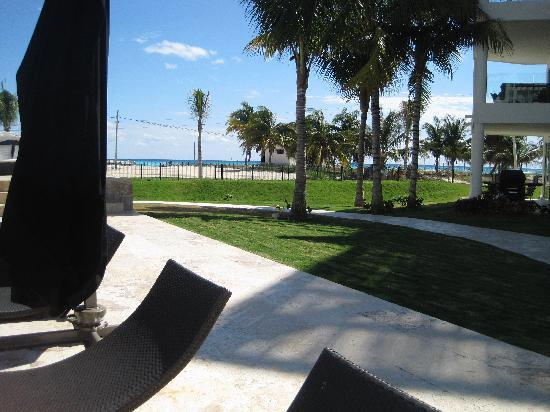 The Elements Oceanfront & Beachside Condo Hotel: pool and beach