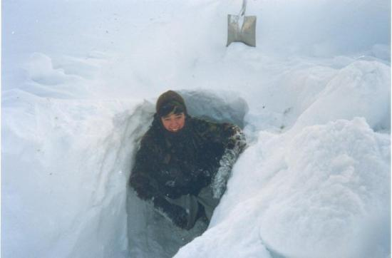 Hammerfest, Noruega: Me and my Snow hole - proper snow, I lived in this for 2 nights