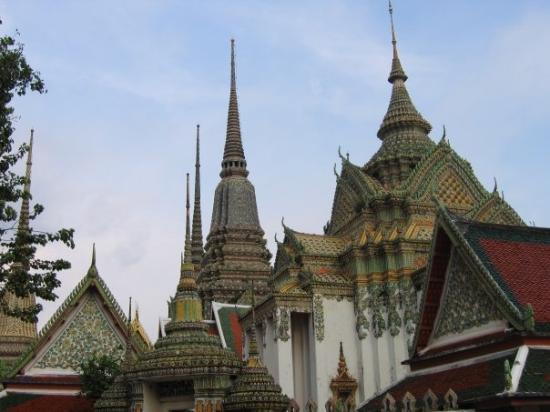 Bangkok - Ko Ratanakosin [Wat Pho] - Picture of Temple of the Reclining Buddh...