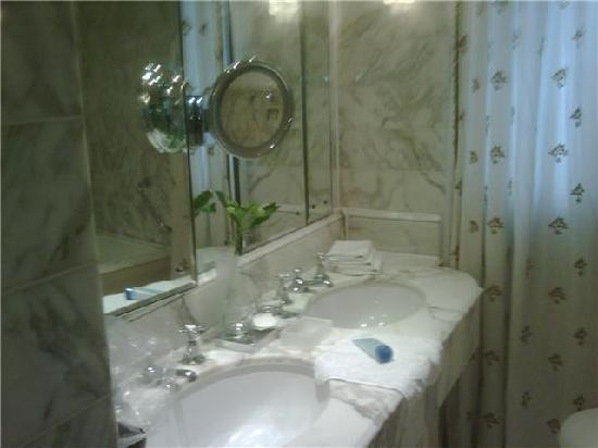 The Dorchester: bathroom dorchester