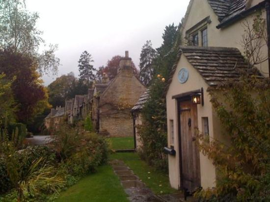 Castle Combe, UK: The Manor House Hotel where guests stay in these cottages.