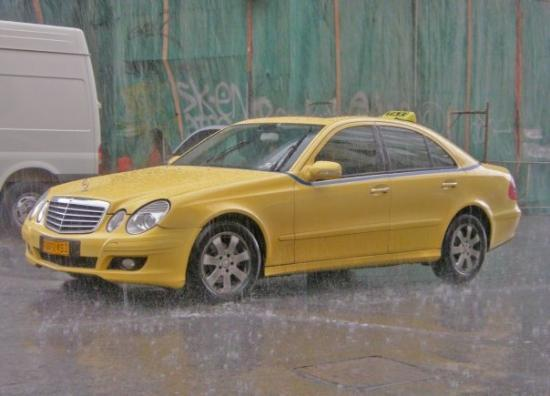 Photo more than half of the taxis are mercedes e class a step up