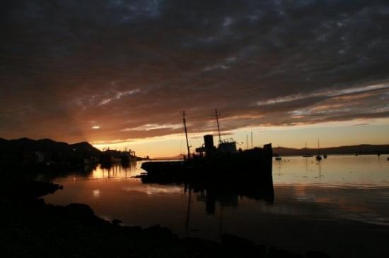Canal Beagle: Beagle Channel Sunrise, Tierra del Fuego.