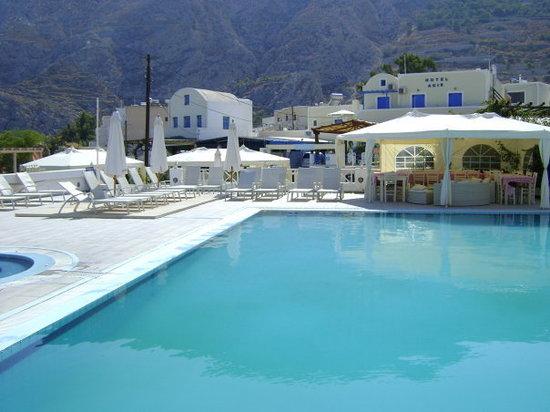 Silia Pool Bar Photo