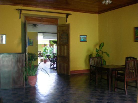 Hotel Casa La Luna: Lobby- warm and inviting