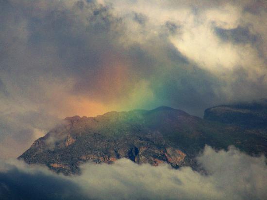 Fairy Glen Private Game Reserve: Mountain Range surrounding Fairy Glen Resort