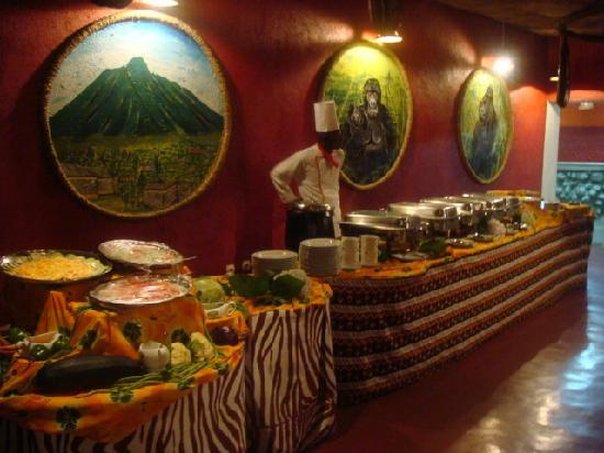 Mountain Gorilla View Lodge: Buffet