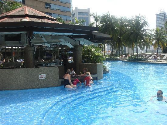 Pool bar picture of renaissance kuala lumpur hotel kuala lumpur tripadvisor for Best hotel swimming pool in kuala lumpur